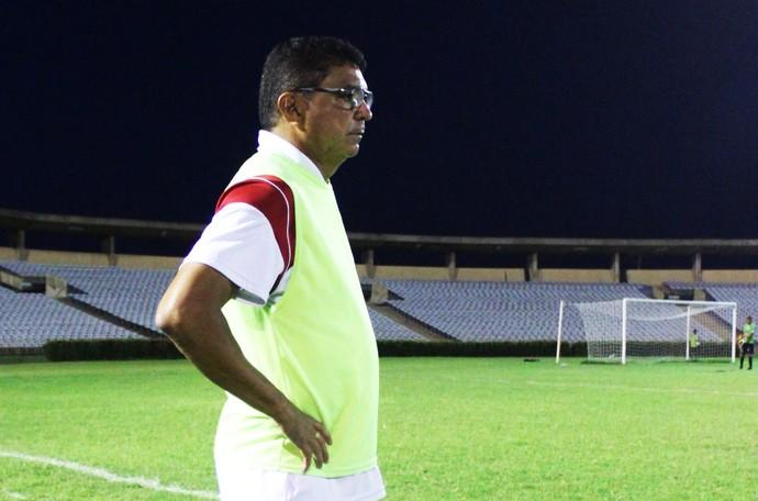 Técnico Flávio Araújo; final river-pi (Foto: Abdias Bideh/GloboEsporte.com)
