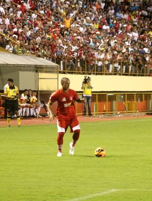 Testinha, meio-campo do Rio Branco-AC (Foto: João Paulo Maia)
