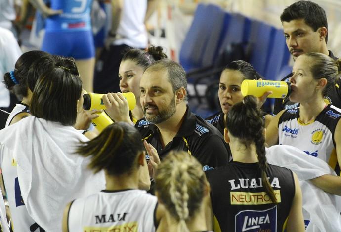 Técnico do Praia Clube Ricardo Picinin (Foto: Alexandre Arruda/CBV)