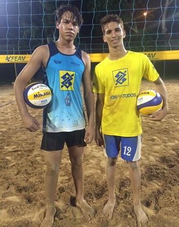 Wesley Silva e Julio Guedes, dupla acreana de vôlei de preia sub-19 (Foto: Divulgação/Feav)