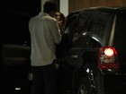 Cleo Pires troca beijos com Rômulo Neto no shopping