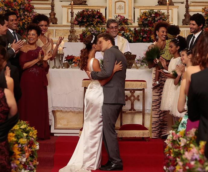 Regina e Vinícius se casam (Foto: Felipe Monteiro/Gshow)