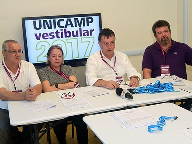 Da esquerda para direita: Gilmar Barreto, Fosca Leite, Edmundo Capelas e Jayme Vaz (Foto: Antônio Scarpinetti/Unicamp)