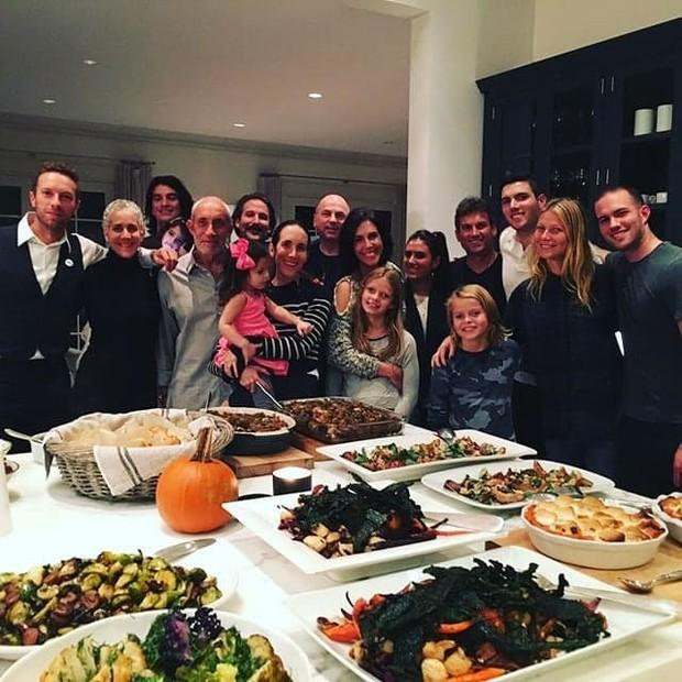 Gwyneth Paltrow e o ex-marido, Chris Martin, celebraram o feriado juntos em 2015  (Foto: Instagram / Reprodução)