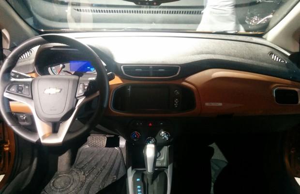 Interior do novo Chevrolet Onix Activ (Foto: Alexandre Izo)