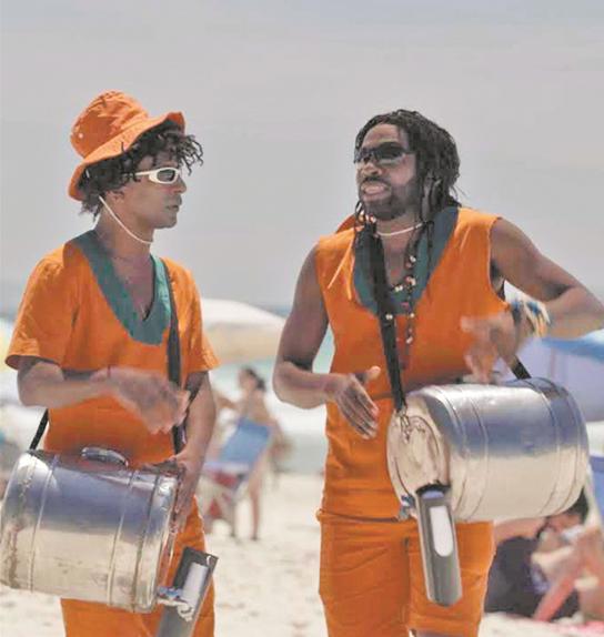 'Mister Brau': Luis Miranda e Lázaro Ramos caracterizados de vendedores de mate na terceira temporada (Foto: Divulgação/Globo)