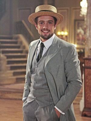 Rafael usa barba, na nova fase (Foto: Lado a Lado/TV Globo)