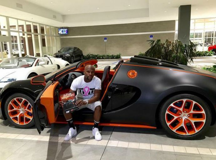 Floyd Mayweather com o seu Bugatti Veyron Grand Sport Vitesse (Foto: Reprodução/Instagram)