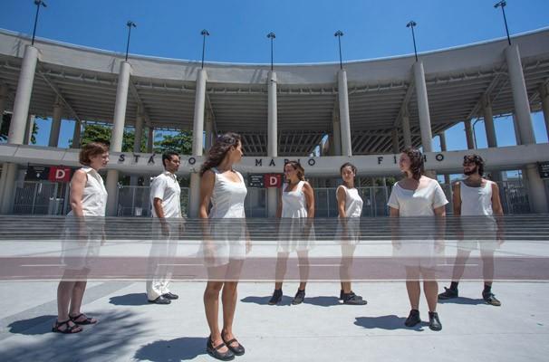 Espetáculo faz uma análise sobre a realidade carioca (Foto: Paula Kossatz)