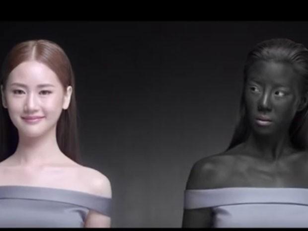 Vídeo mostra popular atriz que destaca importância de manter pele branca. (Foto: Reprodução/YouTube)