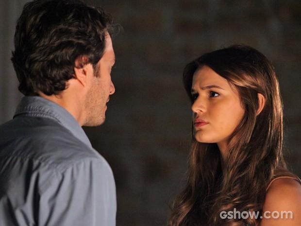 Laerte diz para Luiza que fechou o galpão para ficar sozinho com ela (Foto: Carol Caminha/ TV Globo)