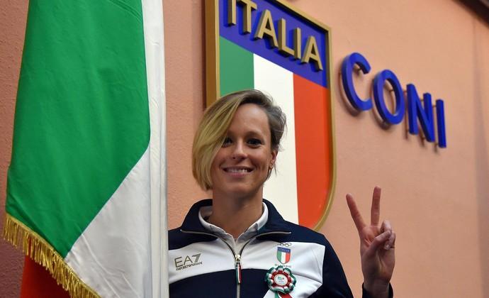 Federica Pellegrini porta bandeira Itália (Foto: Federica Pellegrini bandeira Itália)