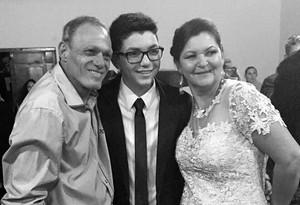 """Wagner Barreto se sentiu realizado por participar do casamento dos pais: """"Foi um sonho para mim!"""" (Foto: Arquivo pessoal)"""