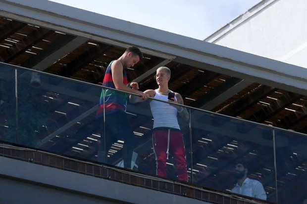 Justin Bieber e amigo (Foto: André Freitas e Dilson Silva /AgNews)