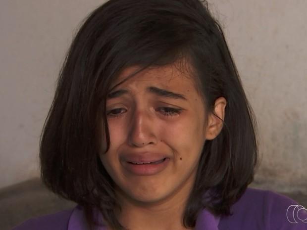 Rafaela Morais de Oliveira tem um tumor na garganta e luta por tratamento em Goiás (Foto: Reprodução/TV Anhanguera)