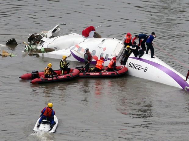 速報】台湾で旅客機墜落!機体は...