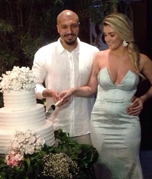 Fernando vai às lágrimas em discurso de casamento com Aline Gotschalg; assista!
