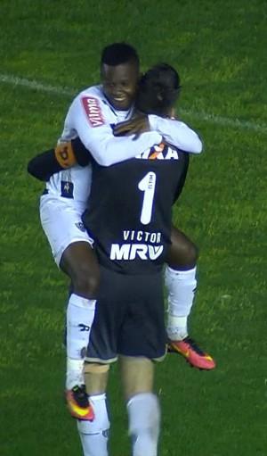 Victor; Cazares; Atlético-MG (Foto: Reprodução/TV)