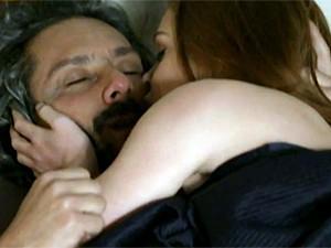 Zé e Isis se amam como nos velhos tempos (Foto: TV Globo)