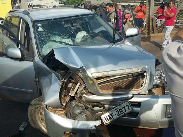Carro ficou parcialmente destruído após batida (Foto: Mykéias Souza/Arquivo Pessoal)