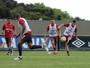 A um ponto do G-6, Atlético-PR retoma treinos para pegar Cruzeiro em casa
