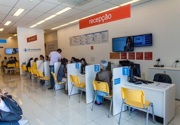 Balcão de atendimento da rede dr. consulta (Foto: Renique Alves)