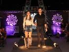 Flávia Viana e Fernando Justin desfilam em Campos do Jordão