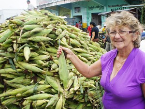 Dona Francisquinha vende milho há 50 anos na Paraíba (Foto: Inaê Teles/G1)