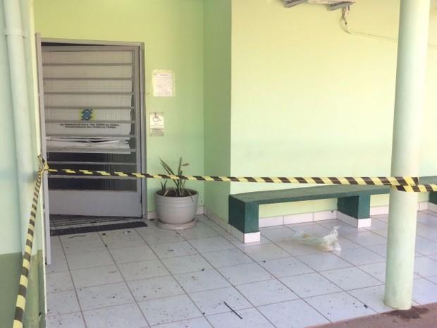 Criminosos explodem caixa eletrônico em Redenção da Serra (Foto: Pedro Melo/TV Vanguarda)