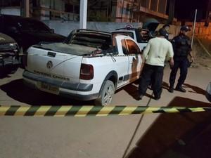 Corpo foi levado até a Delegacia da Polícia Civil pela mulher do suspeito de ter assassinado estuprador (Foto: Thainá  Mariani/Rondônia Vip)