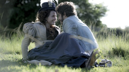 'Novo Mundo': Letícia Colin celebra casal com Caio Castro na ficção