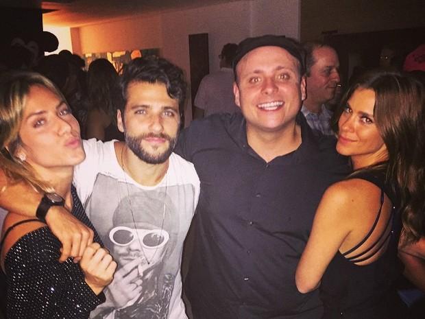 Giovanna Ewbank, Bruno Gagliasso, Léo Fuchs e Carolina Dieckmann em festa no Rio (Foto: Instagram/ Reprodução)