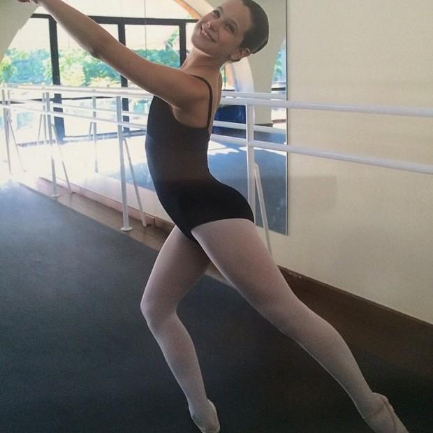 Sophia, filha de Claudia Raia, fazendo balé (Foto: Instagram / Reprodução)