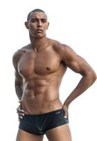 Anderson Dias, filho de Amarildo, retoma a carreira de modelo