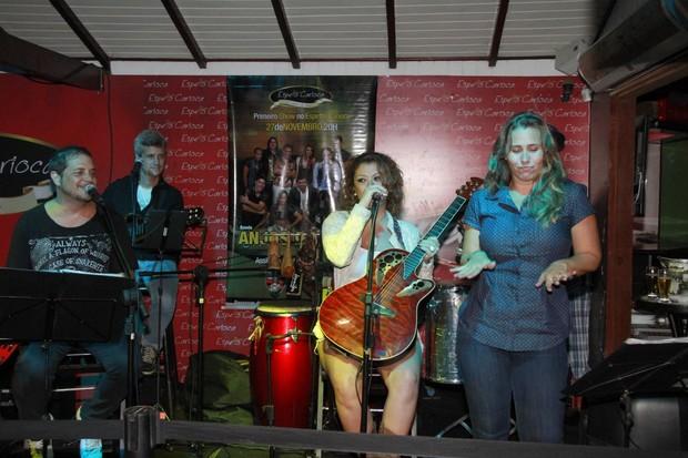 Andréia Sorvetão e Luka em festa em restaurante na Zona Oeste do Rio (Foto: Isac Luz/ EGO)