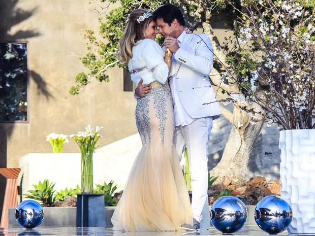 Jonas e Pamela renovaram votos em cerimônia luxuosa (Foto: Aline Kras/Gshow)