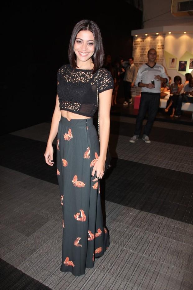Carol Castro no Fashion Rio (Foto: Isac Luz / EGO)