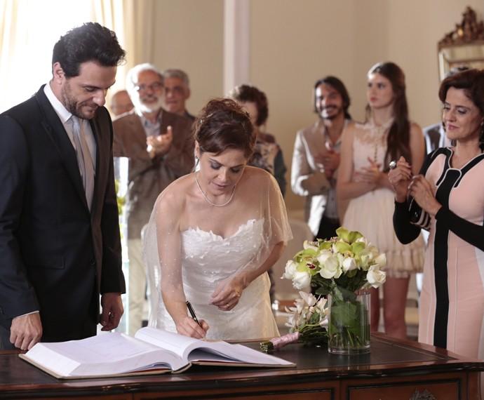 Carolina confirma o compromisso (Foto: Felipe Monteiro/ Gshow)