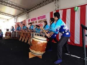 Grupos que procuram manter tradições nipônicas se apresentaram na festa (Foto: Eduardo Cristofoli/RBS TV)