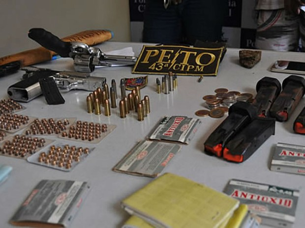 Polícia prende três homens e apreende armas em falso motel da Bahia (Foto: Divulgação: Polícia Civil)