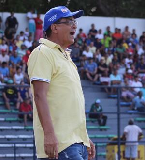 Francisco Diá, técnico do Altos  (Foto: Renan Morais )