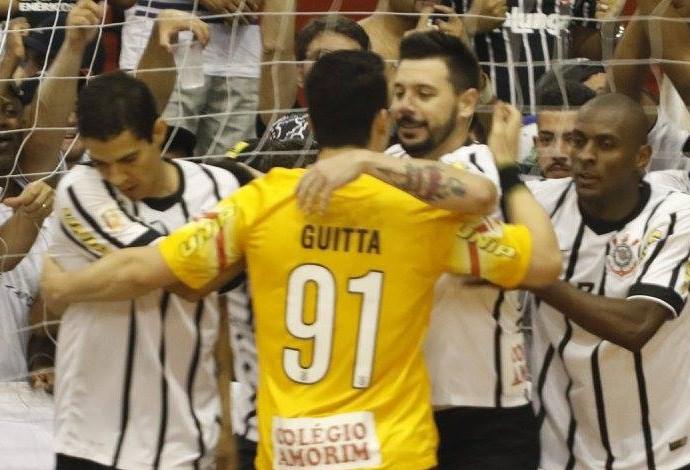 1b30370083 Corinthians comemoração futsal (Foto  Ronaldo Oliveira Divulgação)