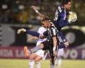 """Wilson fecha o gol com seis """"milagres"""" no empate do Coritiba; veja os lances"""