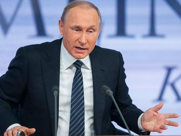 Putin afirmou nesta quinta-feira (17) que discorda que força externa determine quem governa a Síria (Foto: Alexander Zemlianichenko/AP)