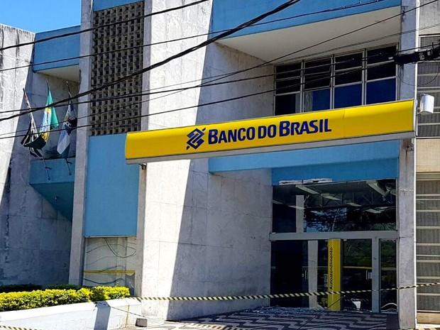 Agência do Banco do Brasil em Capivari ficou destruída após explosão na área dos caixas eletrônicos (Foto: Tonny Machado/Raízes FM)