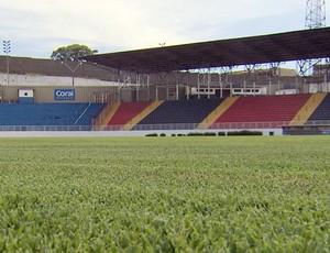 Gramado do Melão também passou por reforma para o Campeonato Mineiro (Foto: Reprodução EPTV / Erlei Peixoto)