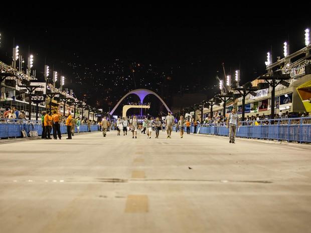 Sambódromo da Sapucaí, no Rio de Janeiro, antes do início da segunda noite de desfiles do Grupo Especial (Foto: Fábio Tito/G1)