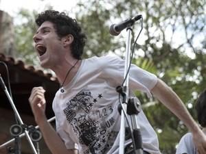 Ibsen Perucci interpreta Dinho Ouro Preto em 'Somos tão jovens' (Foto: Divulgação)