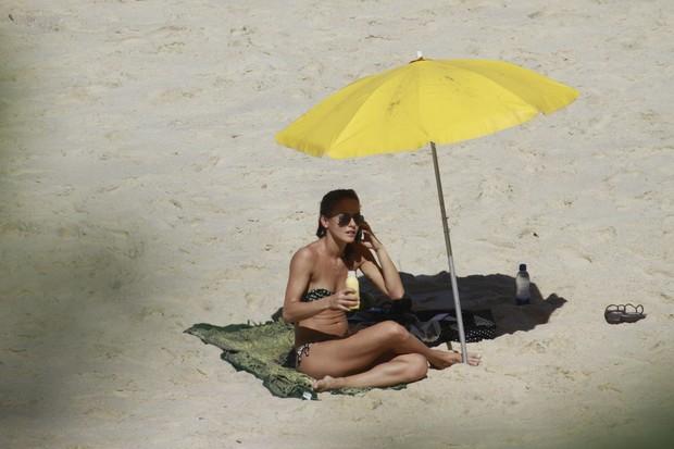 Fernanda de Freitas na Prainha (Foto: Dilson Silva/ Ag. News)