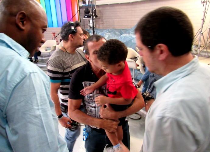 Davi Cunha, filho de Nando Cunha, e Eri Johnson visita bastidores (Foto: Adam Scheffel/Gshow)